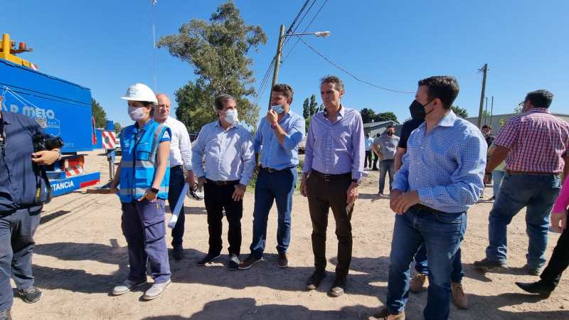 El intendente Diego Nanni junto al ministro,  Gabriel Katopodis, recorren  obra de agua potable