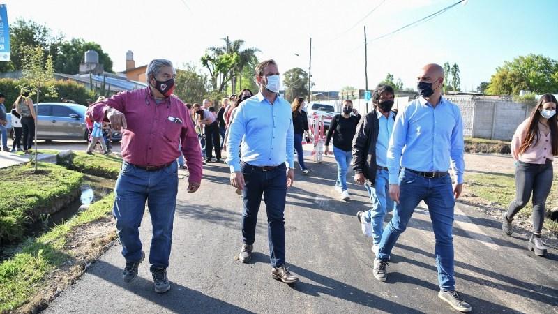 Obras públicas: Ariel Sujarchuk recorrió la pavimentación de las calles Almirante Brown y Eva Perón en Garín
