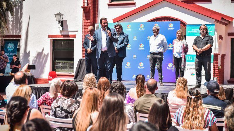 Ariel Sujarchuk participó del acto de egresados de los trabajadores y trabajadoras municipales que finalizaron sus estudios a través del Plan FinEs