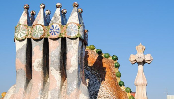 art on the roof of casa batllo