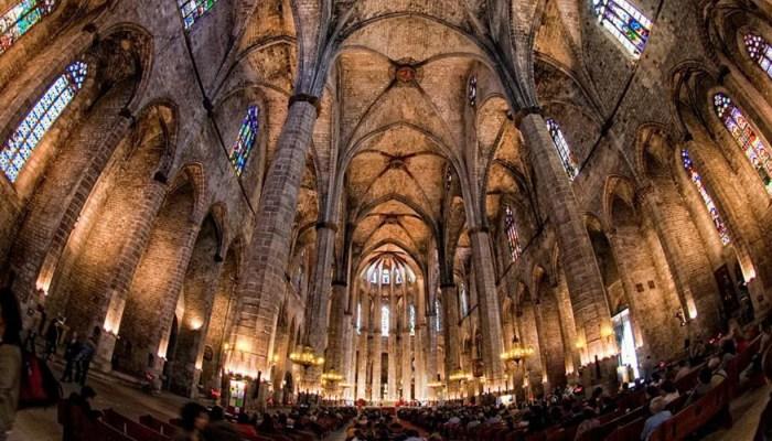 interior ceiling of santa maria del mar