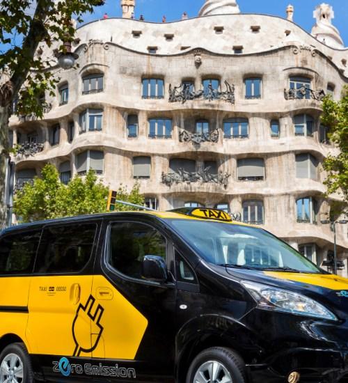 barcelona taxi infront of casa mila