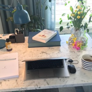 """What's on your desk, Wednesday, Annie Woods?"" Alternative-Read.com #WOYDW"