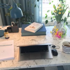"""""""What's on your desk, Wednesday, Annie Woods?"""" Alternative-Read.com #WOYDW"""