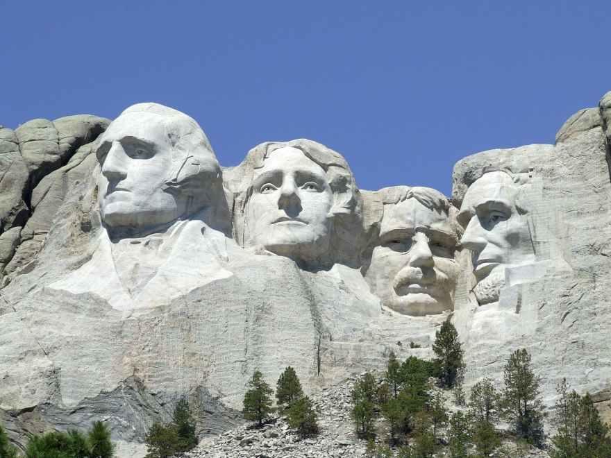 mount-rushmore-monument-landmark-scenic