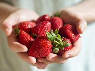 Strawberries taste good and are healthy!