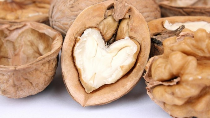 walnuts are a heart healthy snack