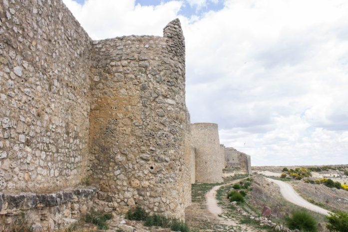Urueña is Spain's Book Village. Located in Castilla y León, it's a beautiful castle village in the north of Spain, perfect for book lovers, medieval history fans, and lovers of beautiful places. AlternativeTravelers.com