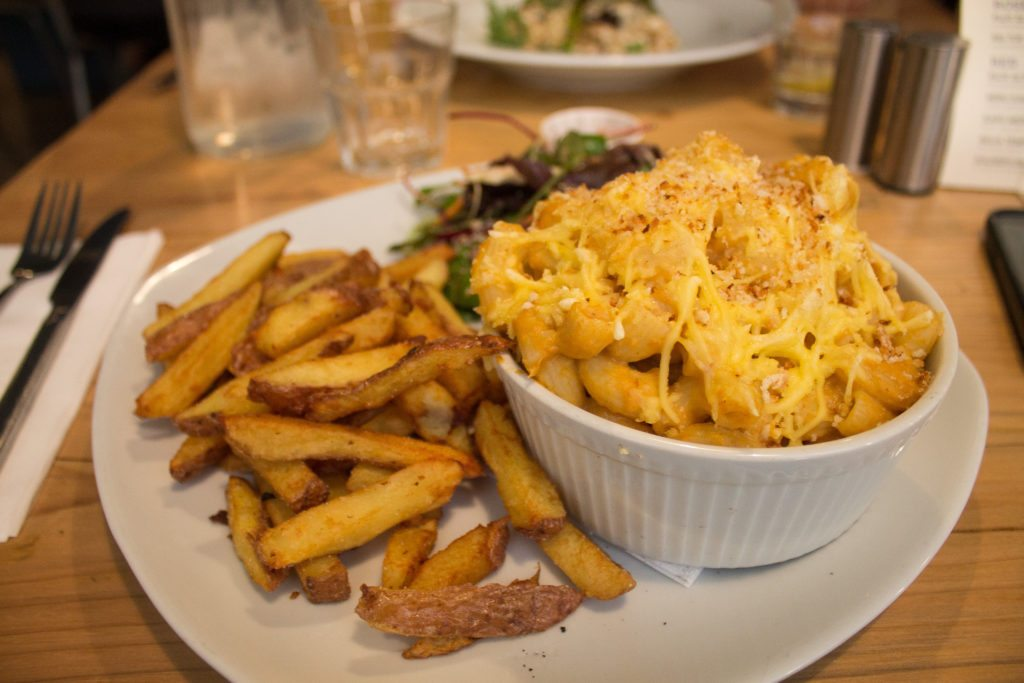 vegan mac and cheese at Stereo, a vegan restaurant in Glasgow