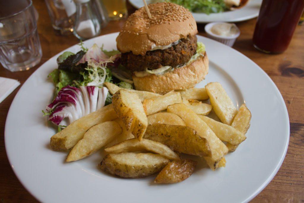 vegan burger at the 78, a vegan pub in Glasgow
