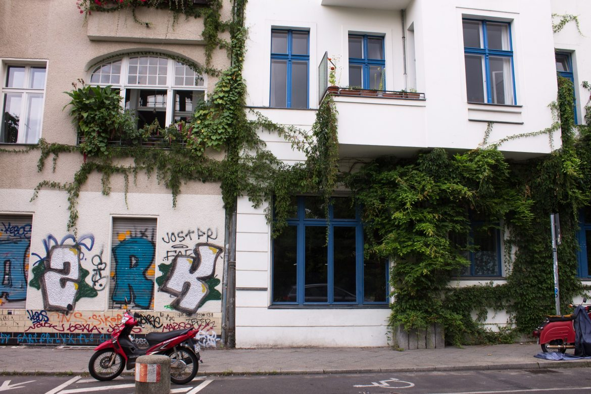 Berlin houses with ivy | AlternativeTravelers.com