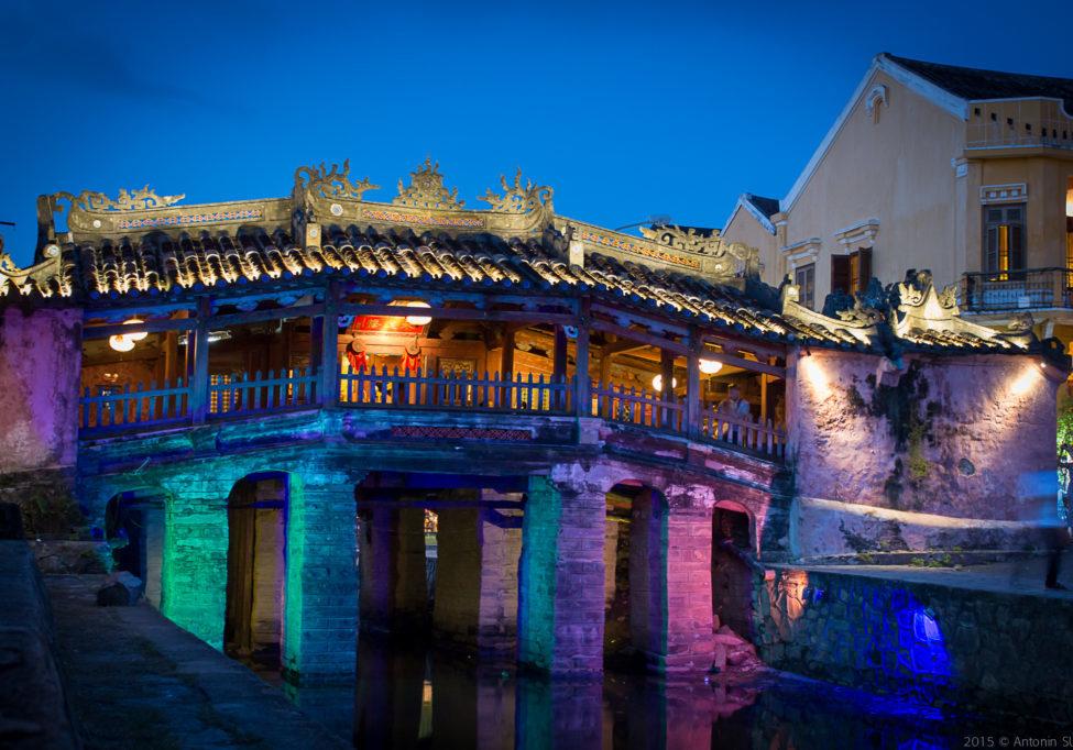 Pont-pagode__japonais__de_Hoi-an,_vue_de_nuit