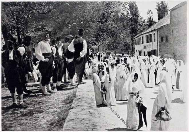 Bauern, Bäuerinnen, Mostar, Sonntagsgewänder
