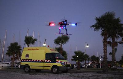 drone de secours en mer de nuit - Un drone pour secourir les migrants