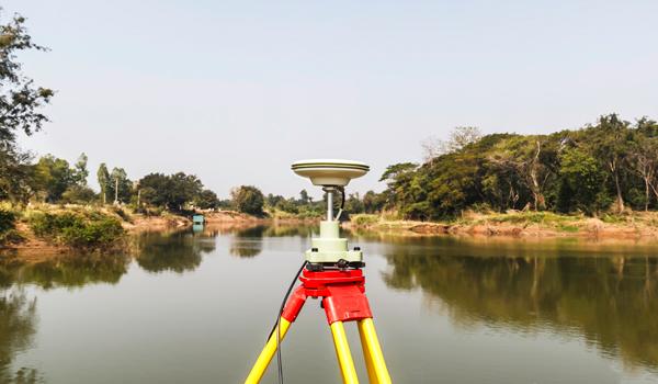La balise sol du GPS RTK augmente la précision de données récoltées par le drone ce qui est indispensable pour la géomatique et la topographie