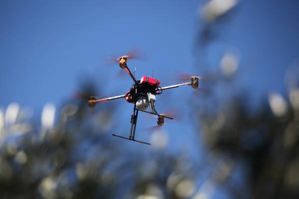 Drone de surveillance avec caméra HD et 30X zoom & caméra thermique - infrarouge pour la vision nocturne