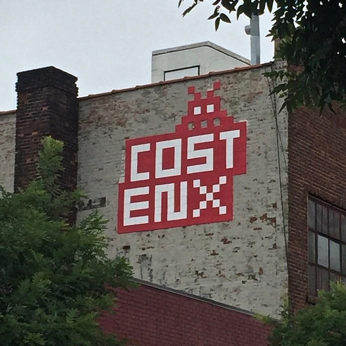 création Street Art en mosaïque réalisée par l'artiste Invader située à New York dans Brooklyn au coeur du Bushwick Collective