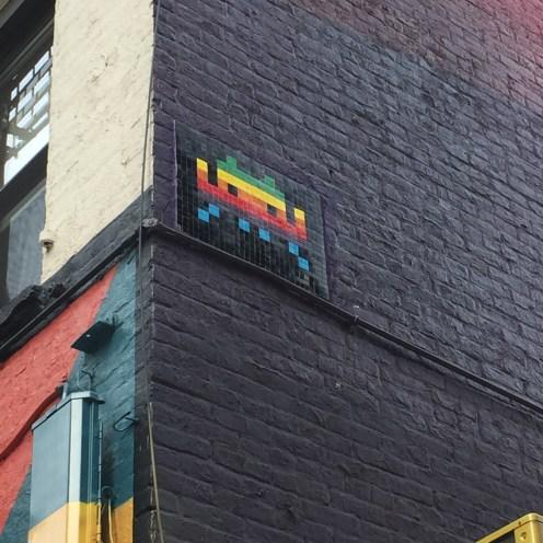 création Street Art gay friendly en mosaïque située à New York Broome Street