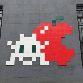 création Street Art en mosaïque réalisée par l'artiste Invader située à New York dans West 14th Street