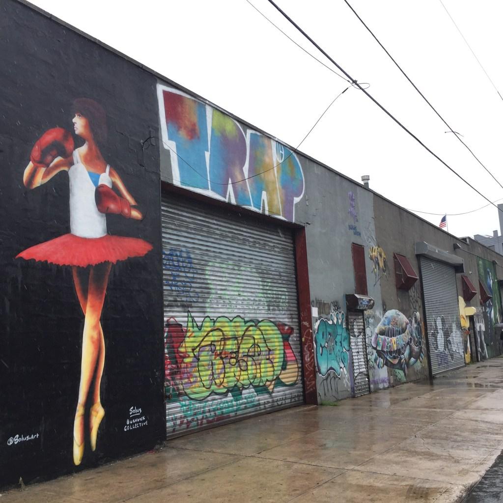 Danseuse aux gants de boxe par l'artiste Irlandais Solus