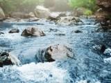 Vous avez bien lu; il existe un grand nombre de Fontaines d'eau de source gratuites dans toute la France ! L'eau gratuite pour éviter de polluer...