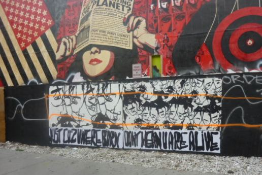 Tentative de protection de la fresque de Shepard Fairey