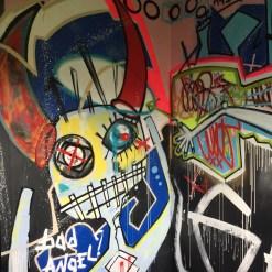 Chambre The Man Alone réalisée par l'artiste BAST à l'hotel 128 de Street Art City