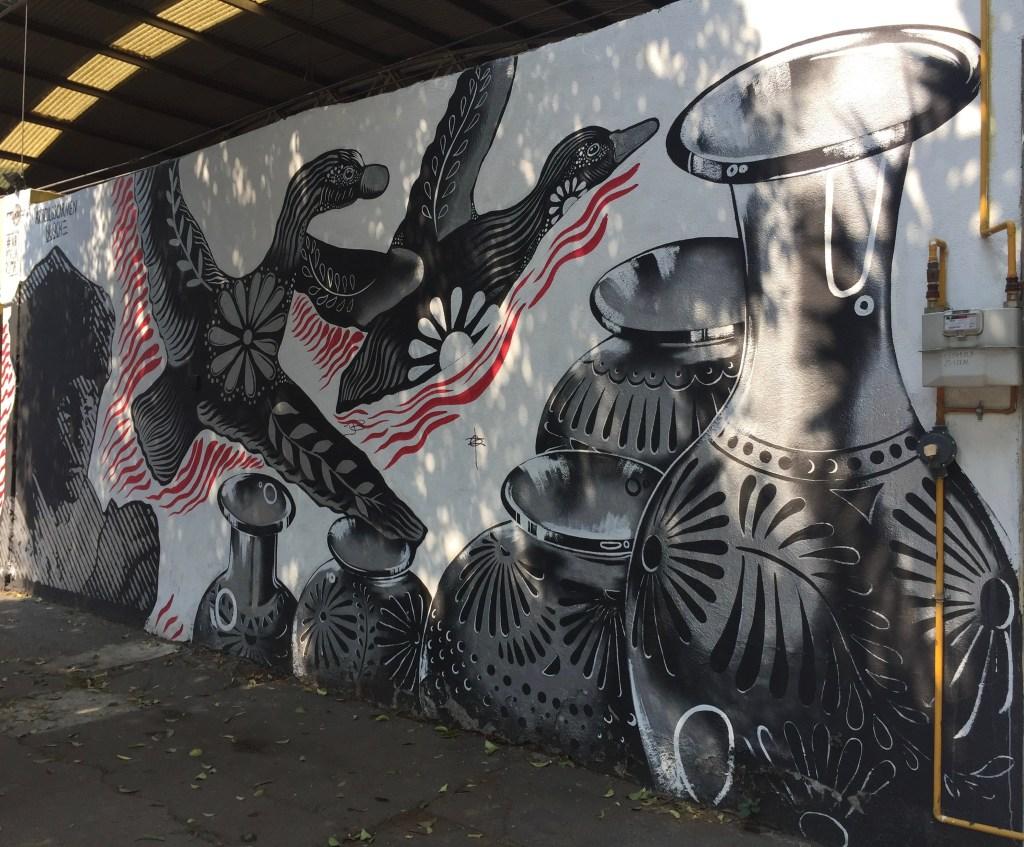 Fresque murale réalisée en l honneur de la ceramiste Dona Rosa par Vlocke Negro et Maldita Carmen à Mexico City