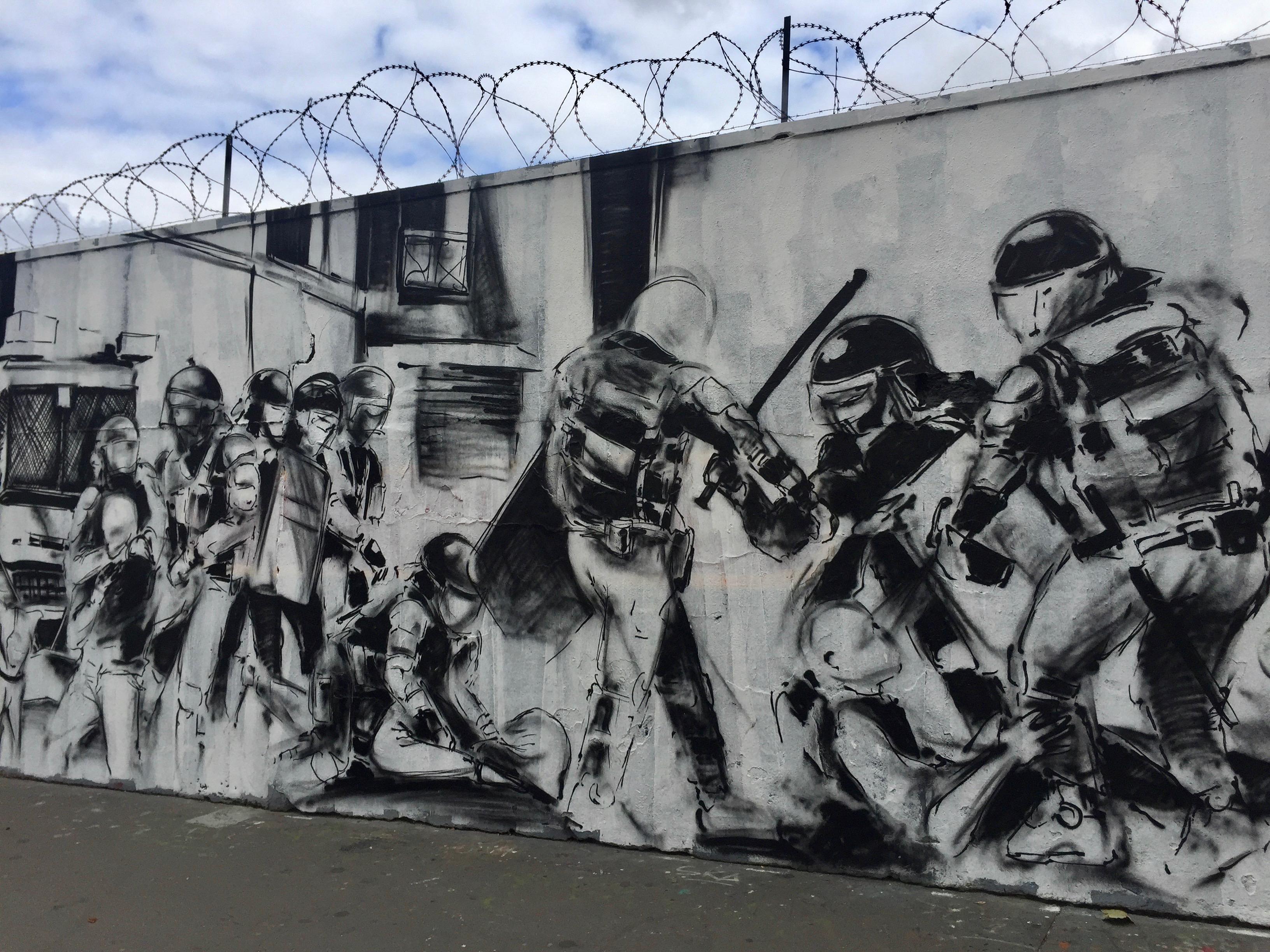 Street Art Paris - fresque dénonçant les violences policièresStreet Art Paris - fresque dénonçant les violences policières