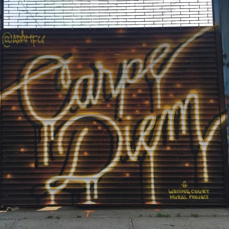 mur street art Carpe Diem réalisé par Adamfu dans le Queens NYC pour le Welling Court Mural Project