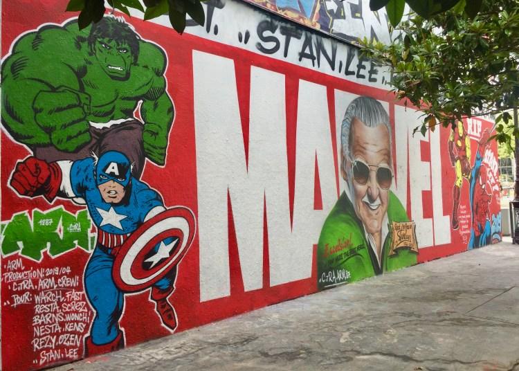 Fresque murale monumentale Hommage à Stan Lee alias Excelsior créateur des Marvel située à Paris XIX - Copyright : @Altinnov