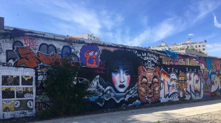 Mur STreet Art restaurant Le Passage Paris - Artiste Hecat Oner