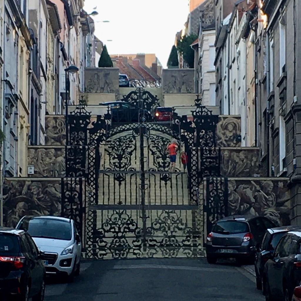 Street Art : Portes trompe l'oeil par Gonzalo Borondo à Boulogne-sur-mer