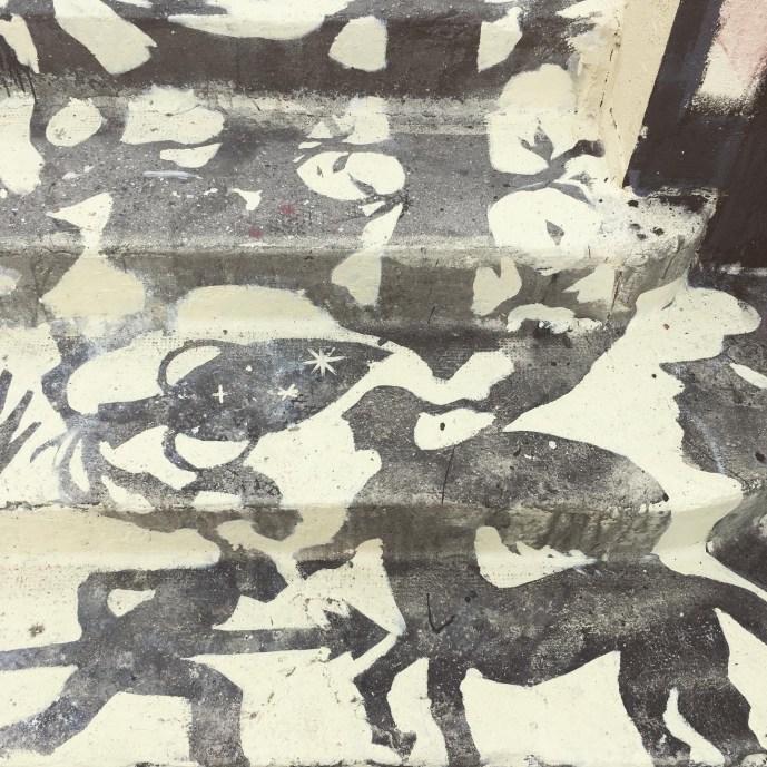 détails des personnages et scenes mythologiques de l'oeuvre trompe l'oeil Street Art de Gonzalo Borondo à Boulogne-sur-mer3