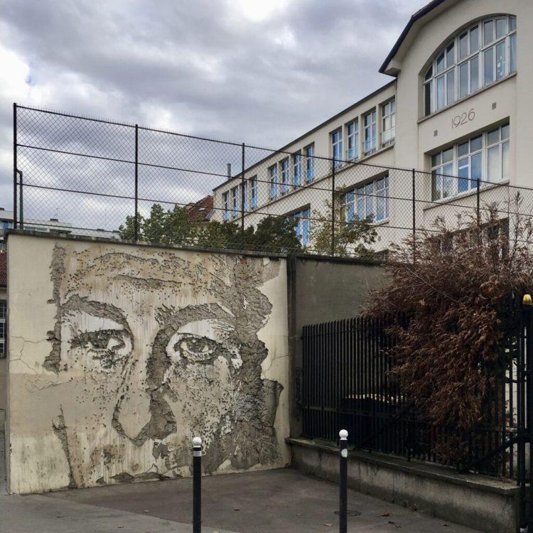 Boulevard Paris 13 - Fresque murale - sculpture réalisée par l'artiste Portugais Vhils au burin - Street Art Paris