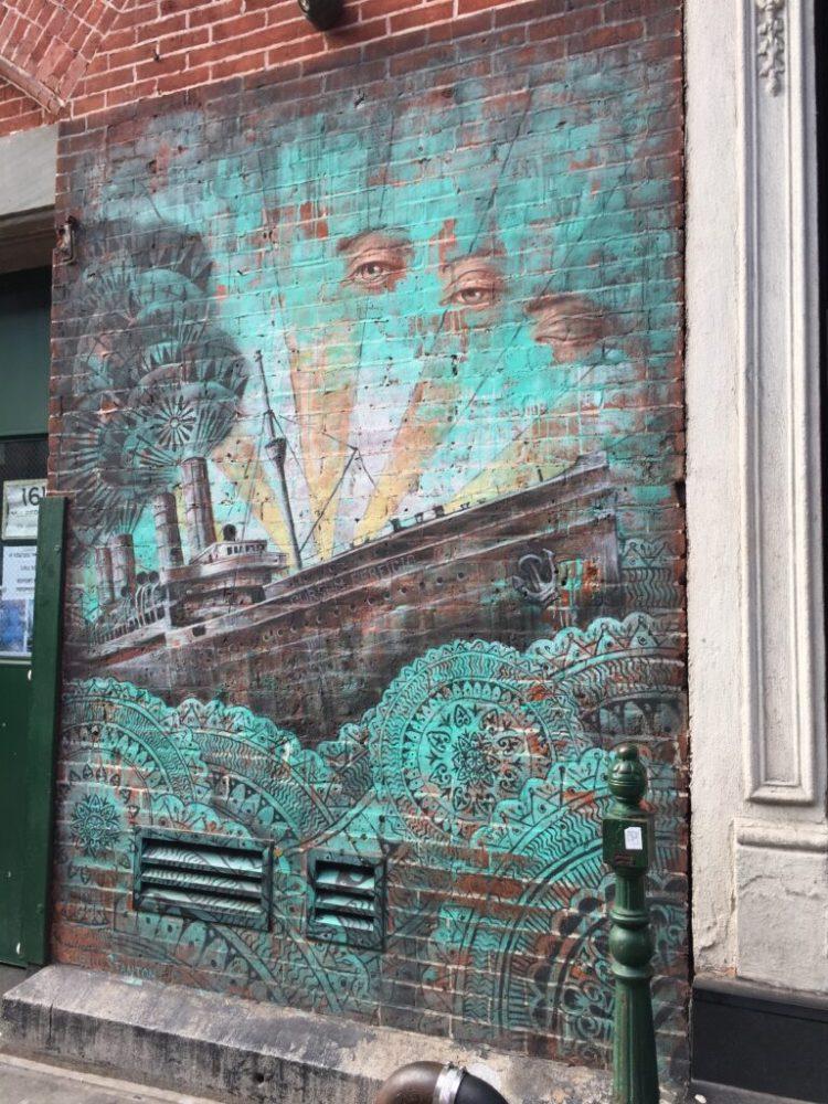 Fresque Murale de Beau Stanton à Mulberry Street dans Little Italy NYC
