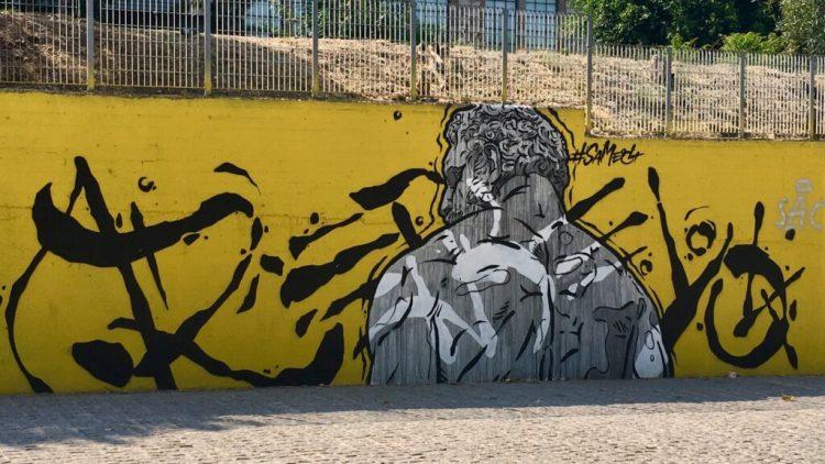 Oeuvre d'art urbain dans le parc Kerameikou à Athènes