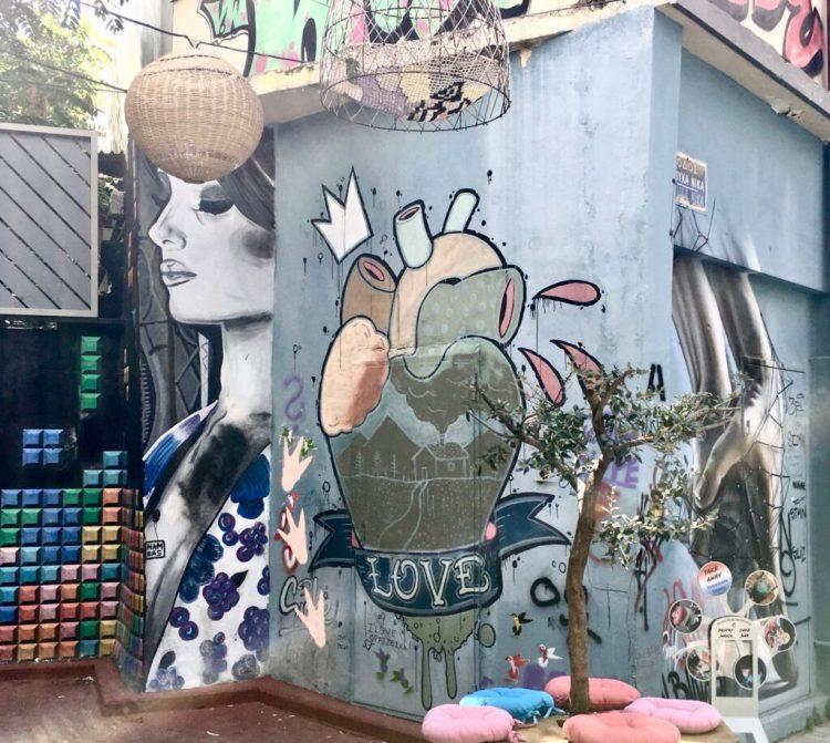Street Art à Athènes dans le quartier de Psyri par l'artiste Hambas