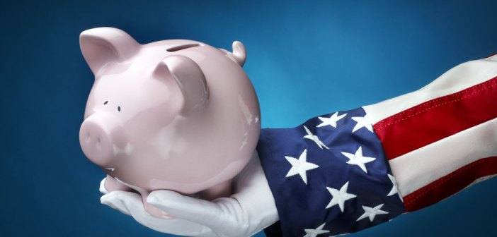 Uncle Sam holding piggy bank_money_economics