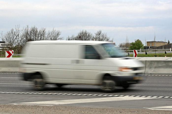 Reglerne for transport med varebiler skal strammes op, så der kommer styr på sikkerhed og konkurrenceregler