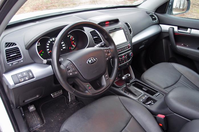 Blødt læder er standard, og så passer automatgear med T-greb bedre end en manuel gearstang med kobling