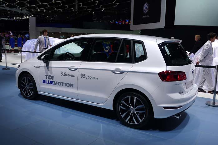 Lavt brændstofforbrug og minimalt CO2-udslip er væsentlige parametre i dag, så VW glemmer ikke at gøre opmærksom på begge dele på f.eks. denne Golf Sportvan. 3,6 liter pr. 100 km og kun 96 g/km. Dét baner vej for en beskeden afgiftstaksering.