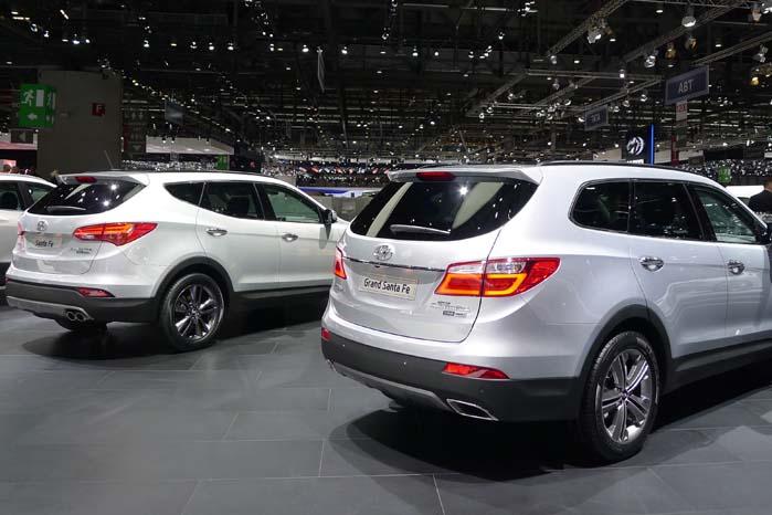 Som enhver bilproducent med respekt for markedets krav har Hyundai også en SUV i programmet. Santa Fe hedder den. Men der er både Santa Fe og Grand Santa Fe. De førstnævnte findes i det danske modelprogram, men ikke den sidstnævnte, som er både længere, rummeligere og kraftigere med 270 hk til at trække den store Santa Fe med plads til 1.842 liter gods bag førersædet og en lasteevne på omkring 600 kg.