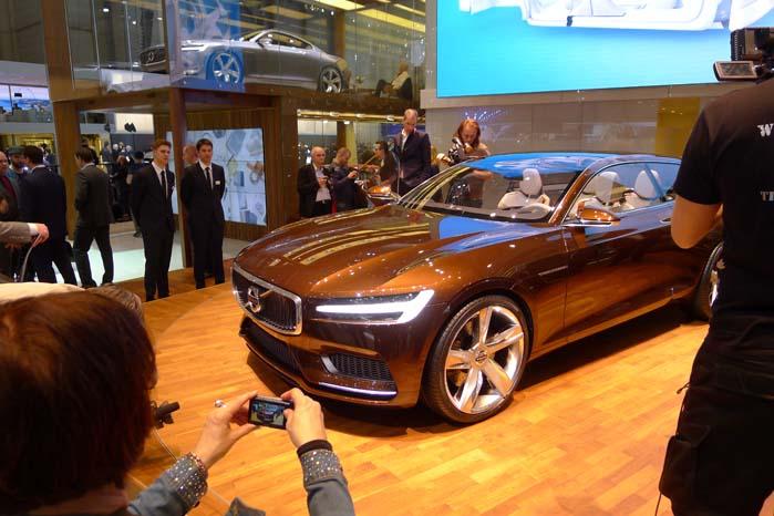 Volvo Concept Estate vækker berettiget opmærksomhed med det lange og slanke design.