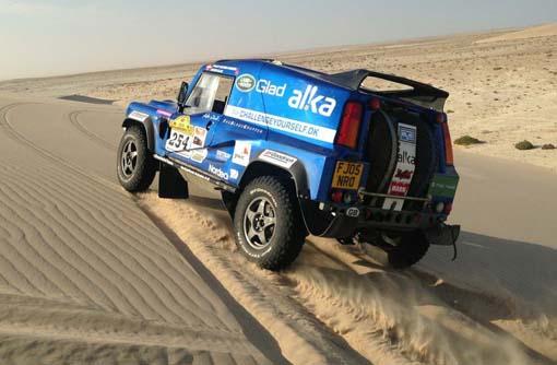 """Jacob Glad og Philip V. Hansen i Wildcatten og """"in the middle of nowhere"""" på vej od Dakar."""