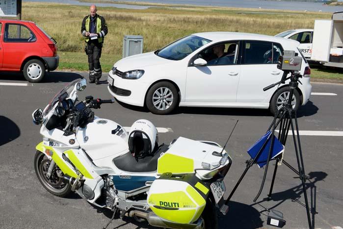 Farten er stadig en af de største dræbere, men ESP, airbags og selealarmer redder mange liv. De kan dog ikke beskytte os mod spritbilister