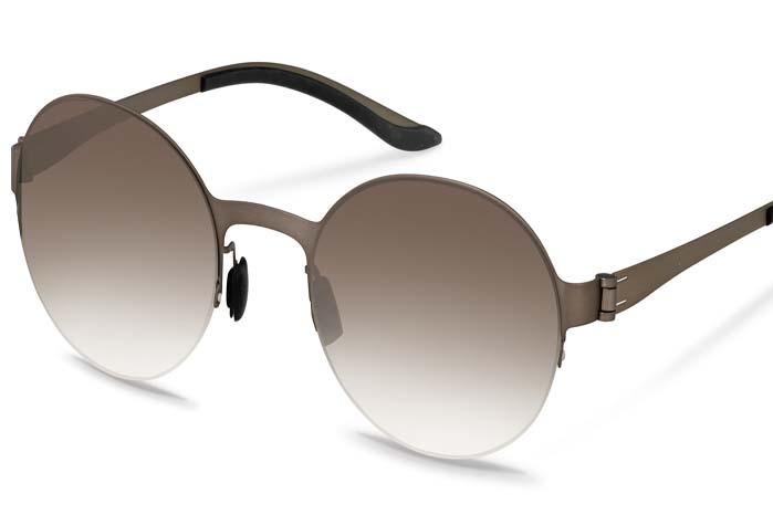 Se solen lige i øjnene med et par tintede brilleglas fra Mercedes-Benz Collection. Der er fler emodeller at vælge iblandt.