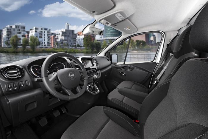Renault og Opel hæver standarden for førerkomfort. Kabinen ligner en kæmpe-udgave af en Renault Clio