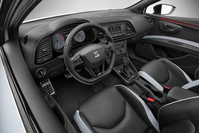 Interiøret i den nye Leon Cupra oser af tempo og underholdning.