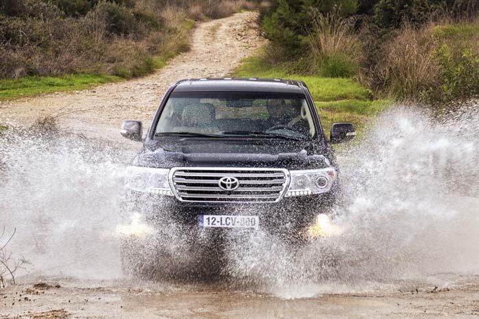 Toyota Land Cruiser er indkaldt for at få skiftet et kabel til førerairbaggen.